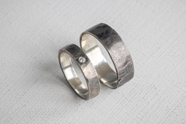 Серебряные обручальные кольца с бриллиантом