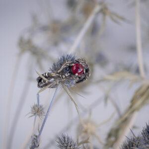 Серебряное кольцо ягодкой из рубина