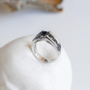 Премиум кольцо из белого золота