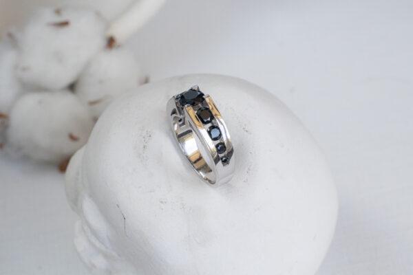 Роскошное мужское кольцо со шпинелью