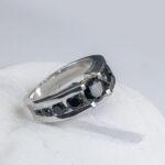 Мужское золотое кольцо с черной шпинелью