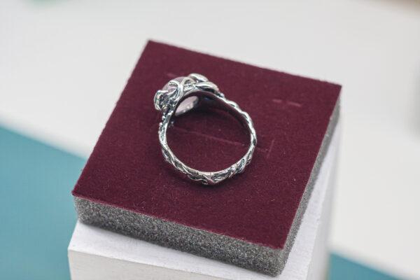 Кольцо из серебра в стиле флора