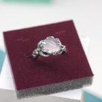 Цветочное кольцо с розовым кварцем