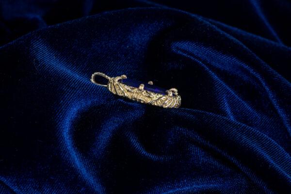 Золотой кулон с опалом