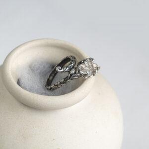 Сказочное серебряное кольцо для девушки