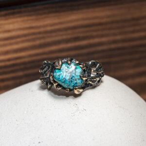 Бронзовое кольцо с азуритом