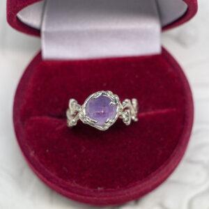 Золотое кольцо с ограненным аметистом