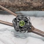 Серебряное кольцо с хризолитом и ласточками