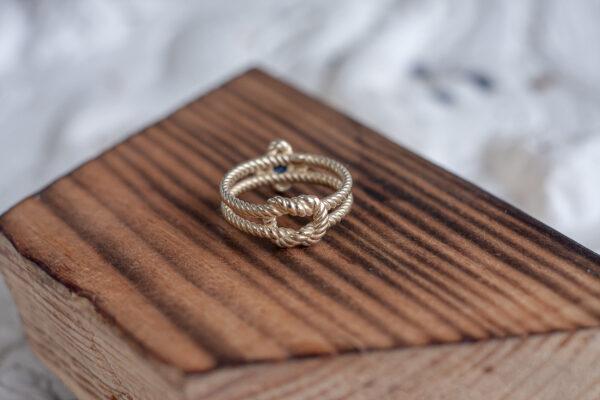 Золотое кольцо с узлом