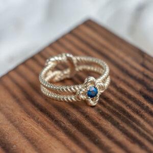 Золотое кольцо с бирманским сапфиром