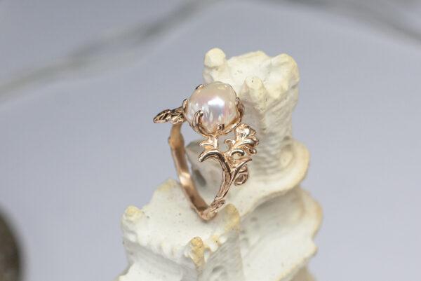 Золотое кольцо с барочной жемчужиной