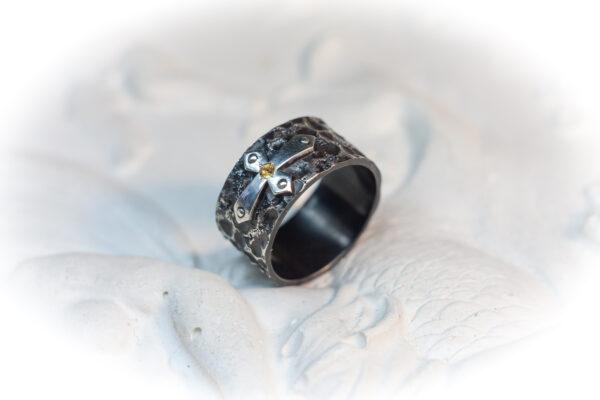 Средневековое мужское кольцо из серебра