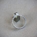 Мистическое кольцо-амулет с рунами