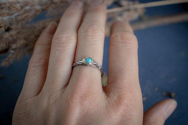 Серебряное кольцо-веточка с бирюзой