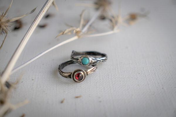 Серебряные кольца с бирюзой и гранатом