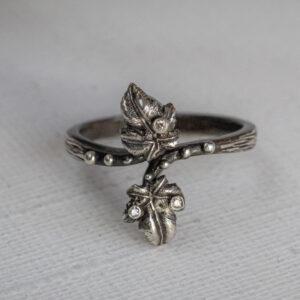 Серебряное кольцо с тремя бриллиантами