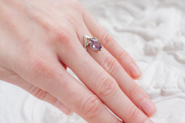 Помолвочное кольцо с аметистом