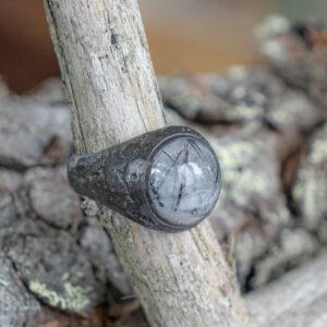 Мужское кольцо с кварцем-волосатиком