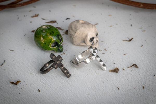 Готические кольца-кресты из серебра