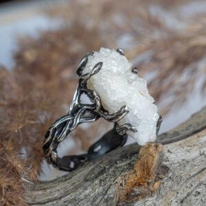 Серебряное кольцо с друзой кварца
