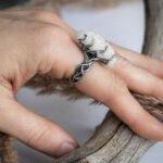 Серебряное кольцо в растительно-абстрактном стиле