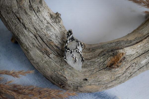 Кулон в стиле флора с кристаллом