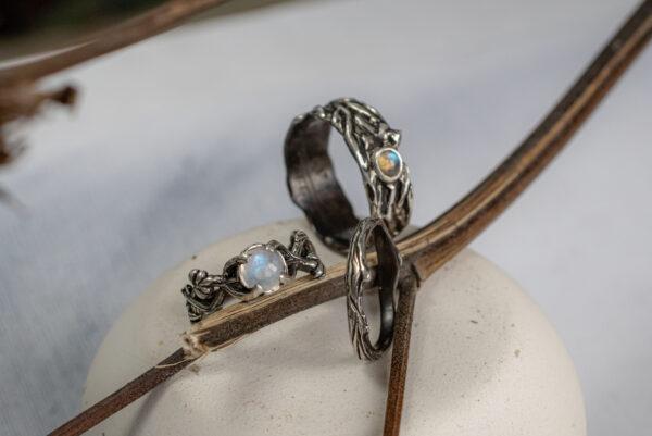 Обручальные кольца с лунным камнем и лабрадоритом