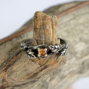 Серебряное кольцо с оранжевым сапфиром