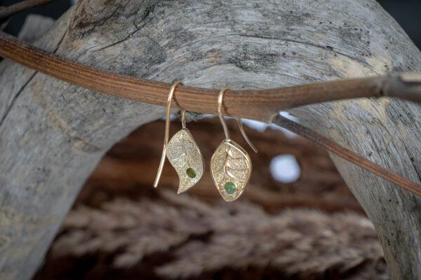 Серьги из золота с нефритами