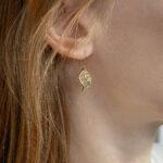 Золотые серьги-листики с нефритом