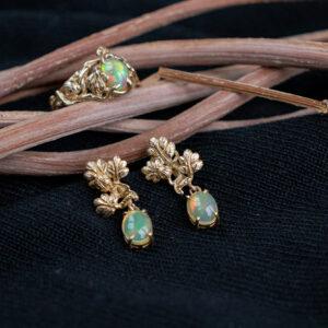 Бронзовые серьги и кольцо с опалами