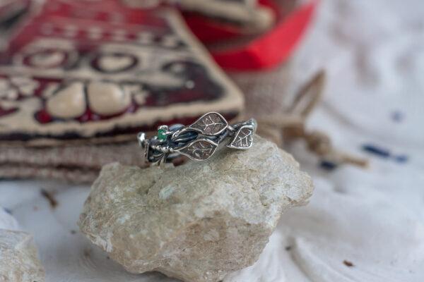 Серебряное кольцо с листиками