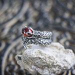 Серебряное кольцо со змеей