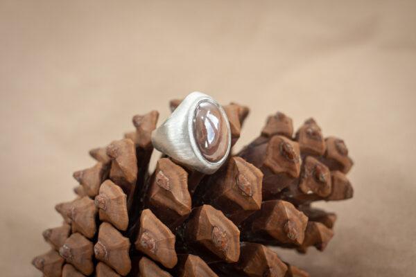 Женский перстень с лунным камнем