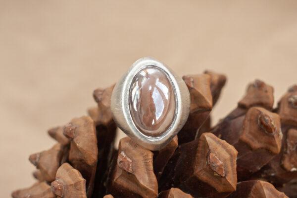 Серебряное кольцо с перламутровым лунником