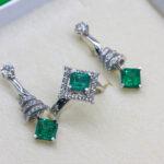Ювелирный комплект с изумрудами и бриллиантами