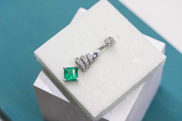 Уникальные серьги с изумрудами и бриллиантами
