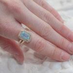Дорогое кольцо с аквамарином и бриллиантами