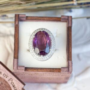 Золотое кольцо с крупным аметистом