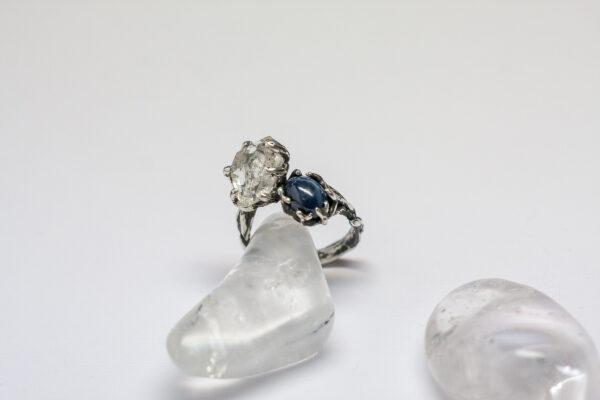 Серебряное кольцо со звездчатым сапфиром