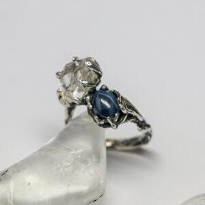 Серебряное кольцо с сапфиром и кварцем