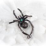 Кулон с пауком и изумрудом