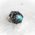 Готический перстень с лабрадоритом