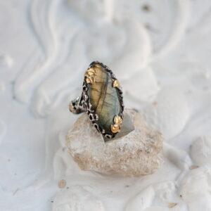 Эльфийское кольцо с лабрадоритом