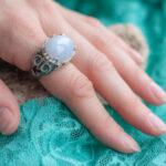 Массивное кольцо с халцедоном