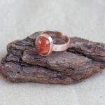 Кольцо из красного золота с сердоликом