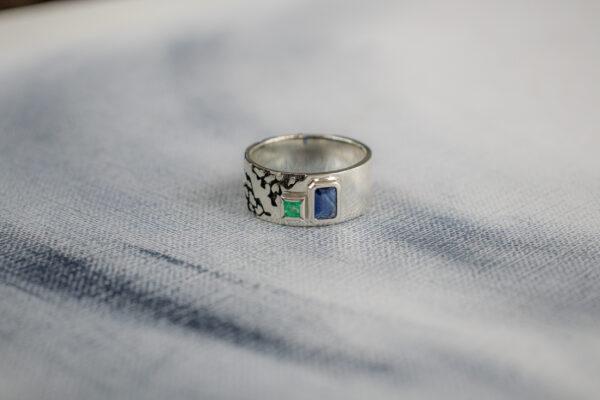 Серебряное кольцо с изумрудом и сапфиром