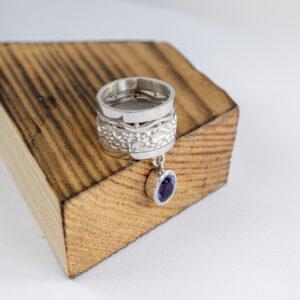 Необычное кольцо из серебра с аметистом