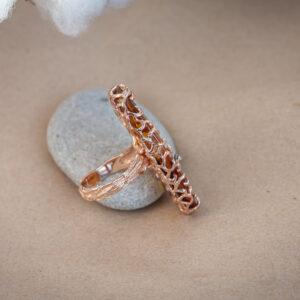 Золотое кольцо с крупным камнем