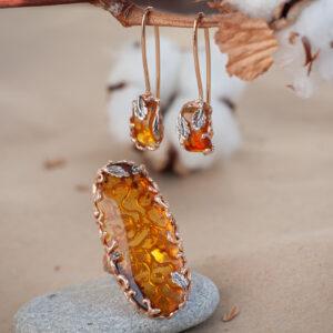 Золотой комплект украшений с янтарем